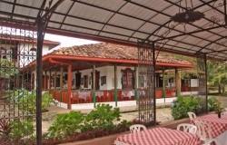 Vista de la casona de la hacienda. Fuente: haciendalacabana.com